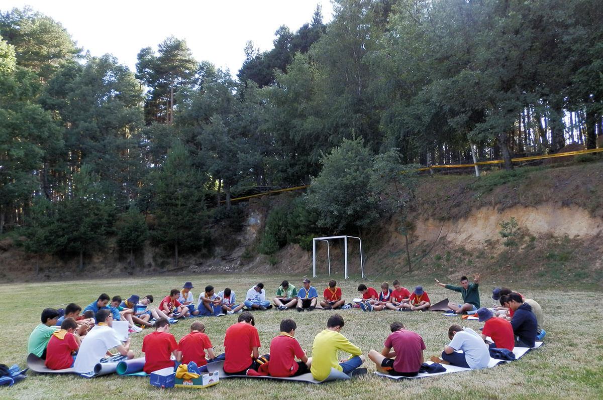 Asamblea del campamento juvenil de 2014