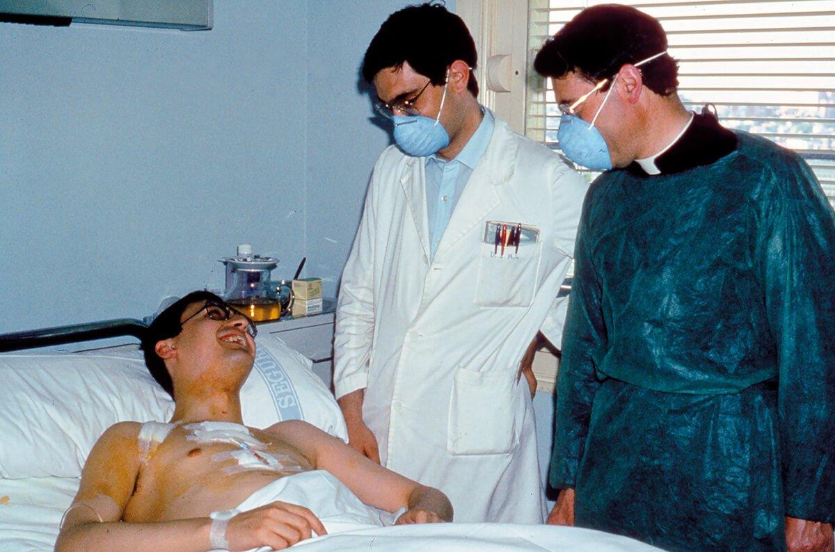 Eduardo con el Dr. Montes y el P. Manso