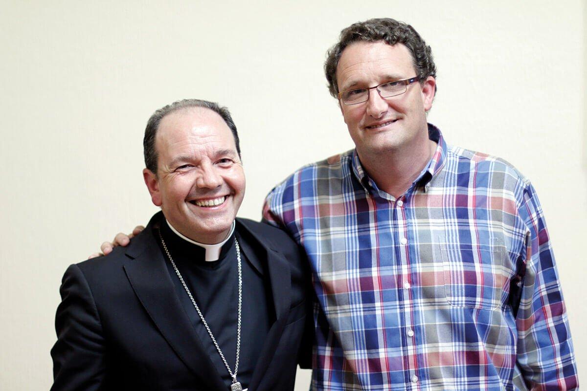 Javier Segura con Mons. Juan Carlos Elizalde