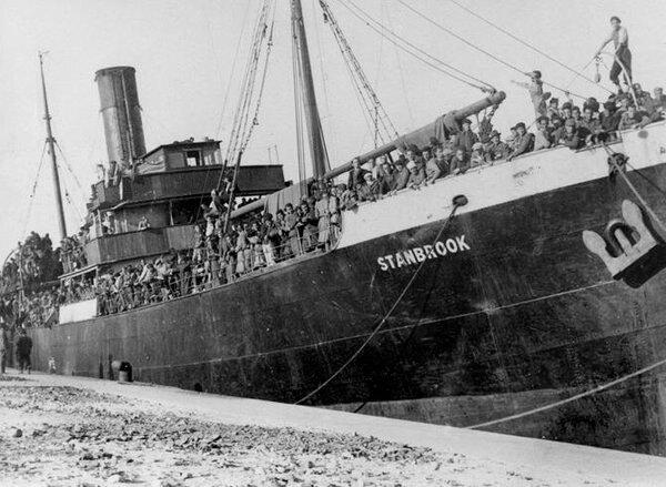 Refugiados españoles a bordo del 'Stanbrook' huyendo hacia Argelia en 1939. Fuente: Archivo fotográfico Ministerio del Interior. España. 2018