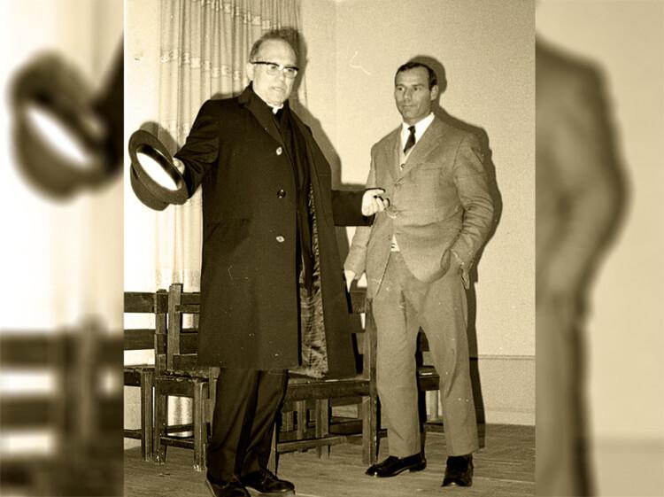 Abelardo con el P. Llorente en 1973