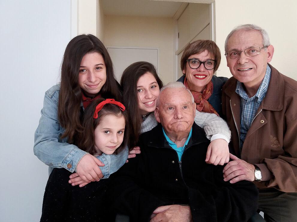 Mar, sus hijas y Ángel con Abelardo en última etapa