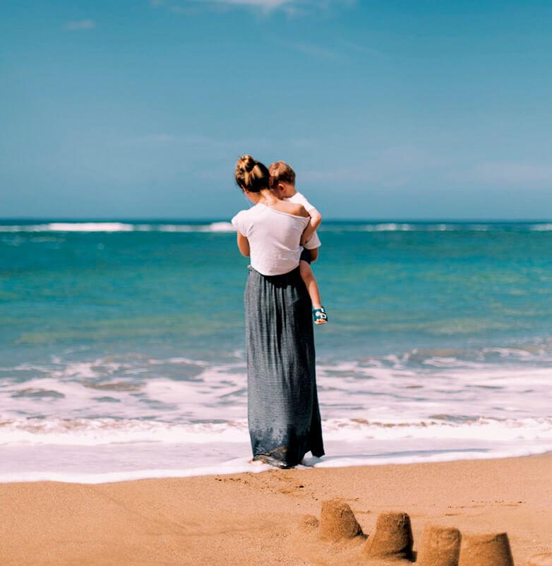 Mujer y mar. Foto: Daiga Ellaby.